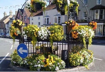 Thornbury pump with flowers
